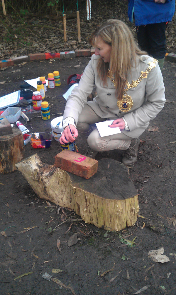 mayoress-painting-a-brick-for-storytelling-circle